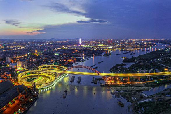 Мост в городе Хайфон, Вьетнам