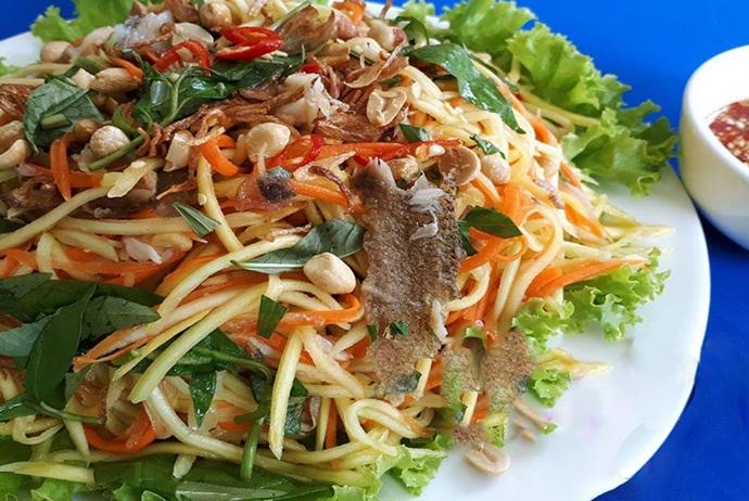 вьетнамский салат с зеленым манго